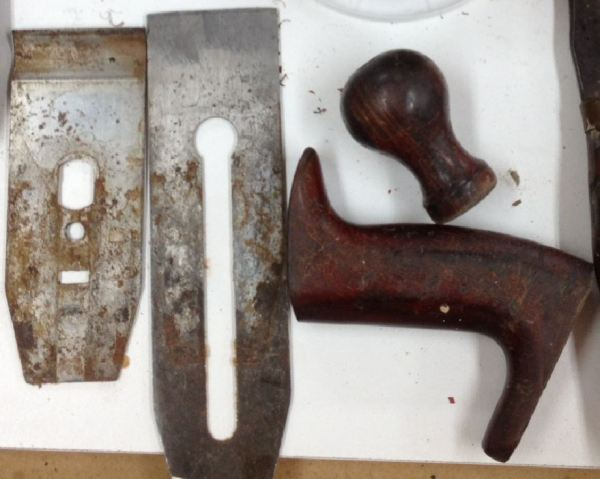 Detail of the blade, cap iron, knob, and tote...